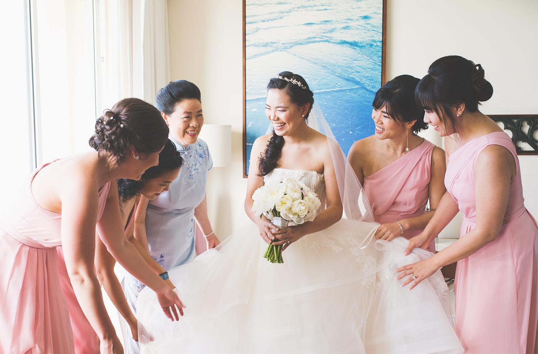 bride-bridesmaids-gettingready